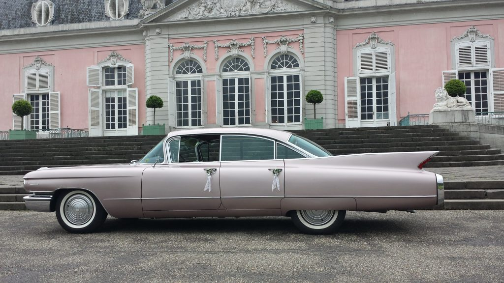 Limousine mieten in Düsseldorf. Heiraten in Düsseldorf. Heiraten im Schloss. Cadillac Oldtimer.