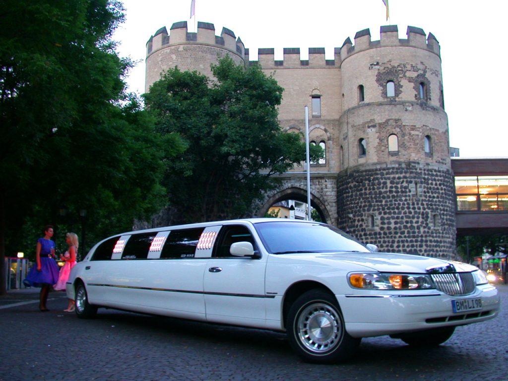 Limousine mieten in Köln. Party Abend in Köln. Feiern in Köln. Kölner Innenstadt. Kölner Wahrzeichen. Sightseeing in Köln