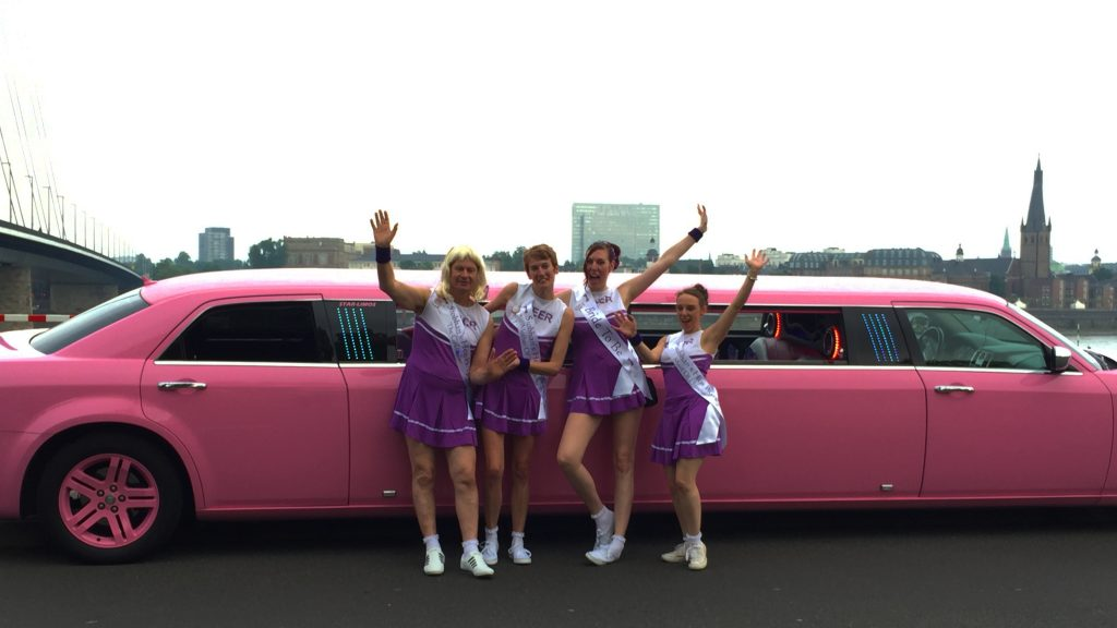 Limousine mieten in Düsseldorf. Stretchlimousine mieten in Düsseldorf. Party am Rhein.