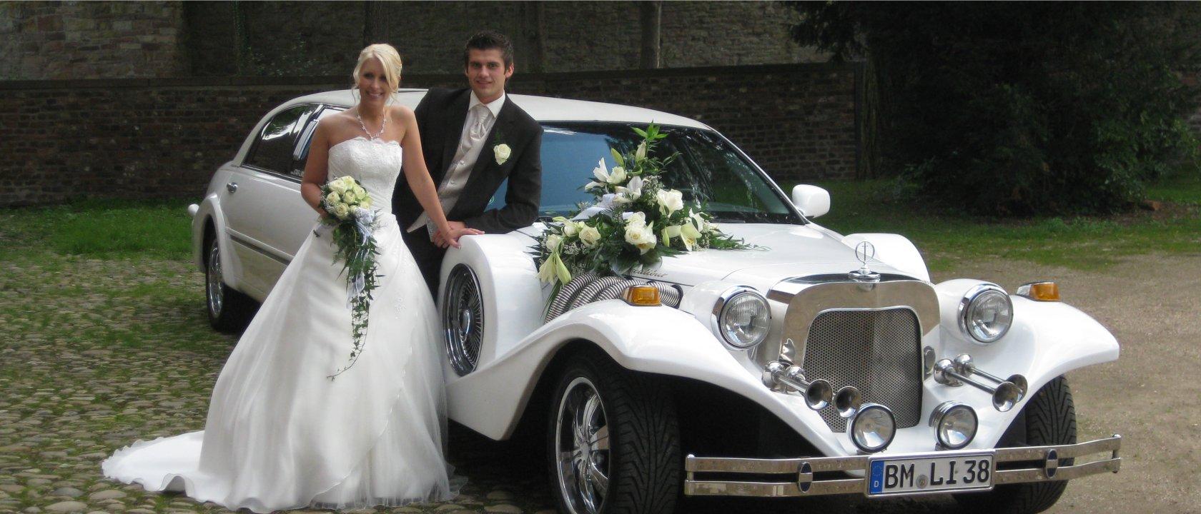 Excalibur Limousine mit Hochzeitspaar
