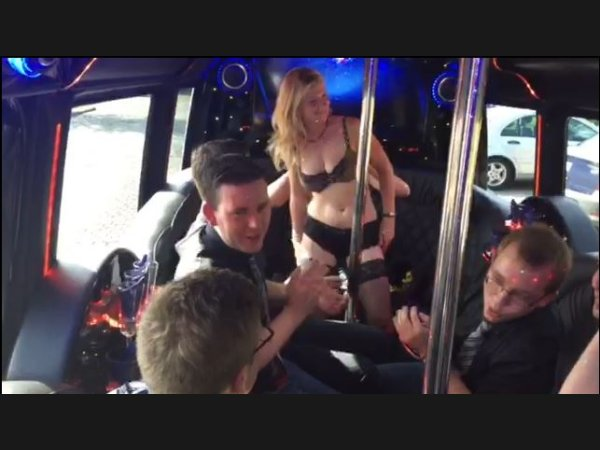 Stripshow im Mercedes Party Van