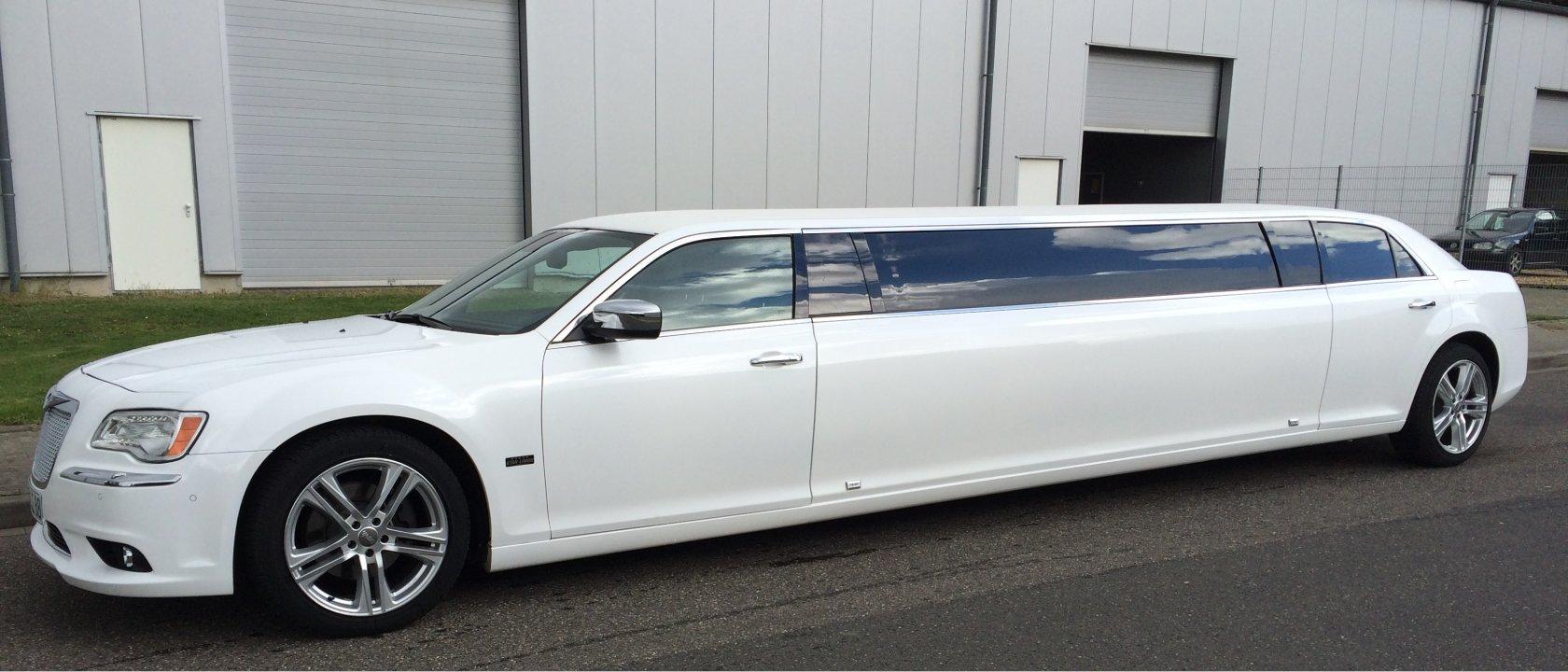 Chrysler Limousine in weiss von Star-Limos mieten